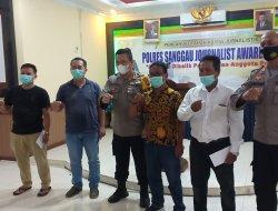 Kapolres Sanggau Serahkan Hadiah Pemenang Lomba Karya Journalist Award 2021