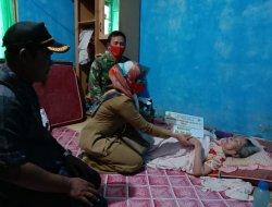 Pandemi Belum Berakhir, Babinsa Kuala Kawal Penyaluran BLT Tahap III