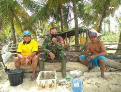 Bangun Hubungan Emosional, Babinsa Kalimantan Datangi Nelayan