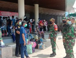 Bersama Kadiskes, Dandim Sambas Tinjau Penanganan Pemulangan Pekerja Migran Indonesia