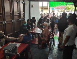 Meski Diguyur Hujan Warga Tetap Antusias Vaksinasi Bersama Paguyuban Jawa Kalbar