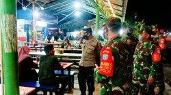 Gelar Patroli PPKM Gabungan, TNI-Polri Sambangi Pusat Kuliner Malam di Mempawah